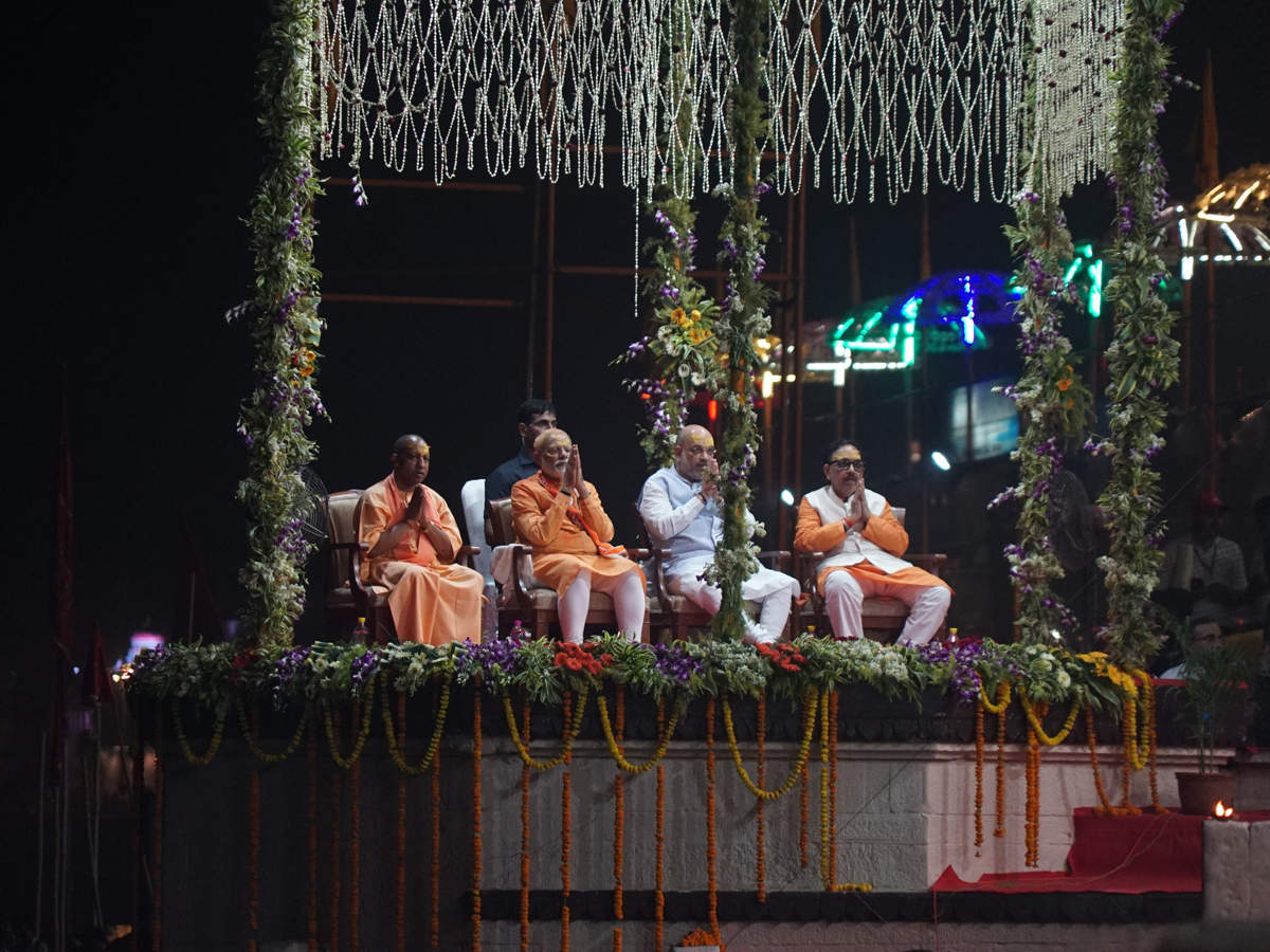 pm-modi-witnessed-holy-ganga-aarti-with-others